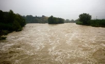 Maltempo nelle Marche, esonda il fiume Cesano: un morto