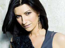 Laura Pausini in concerto a Verona, grande successo per la cantante che replica stasera