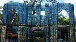 Panama villaggio bottiglie plastica