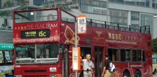 Autobus Cina investe pedoni