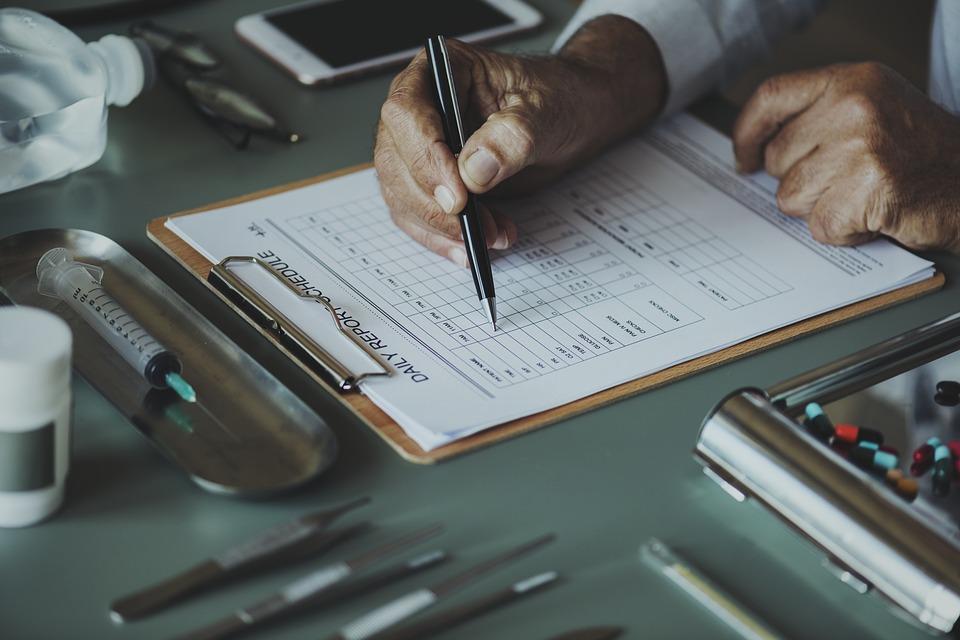 Medico farmacista paziente