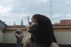 Donna sigaretta