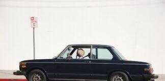 Guida anziana